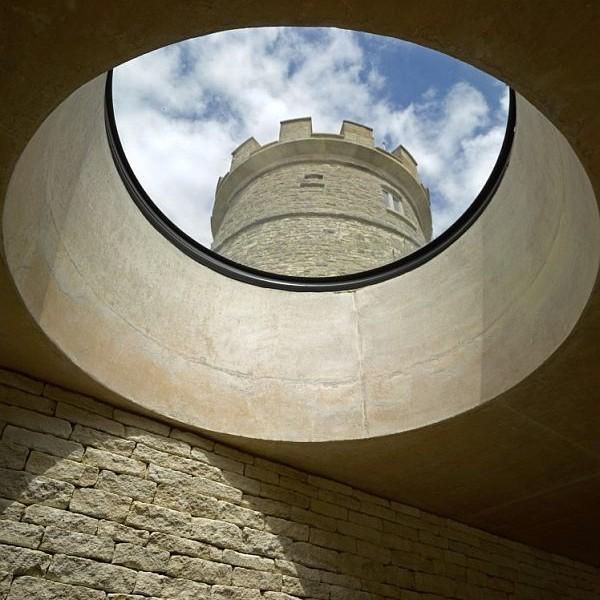 Thiết kế biệt thự đẹp ẩn dưới tòa tháp tròn ở Anh 2