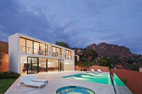 Thiết kế biệt thự 2 tầng tuyệt đẹp ở Valle de Bravo, Mexico.
