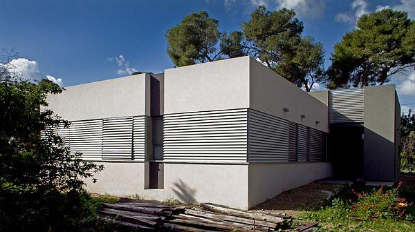 Thiết kế nhà phố đẹp tầng trệt vuông vắn ở Emek, Israel 4