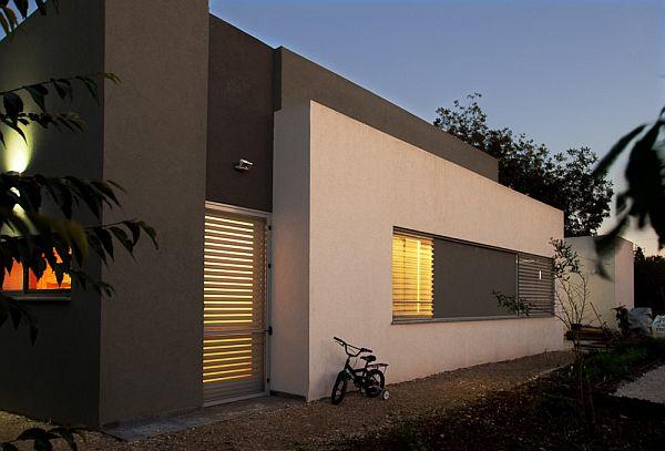 Thiết kế nhà phố đẹp tầng trệt vuông vắn ở Emek, Israel 5