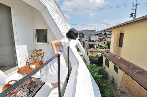 Thiết kế nhà phố như ngọn núi màu trắng ở Nhật Bản 2