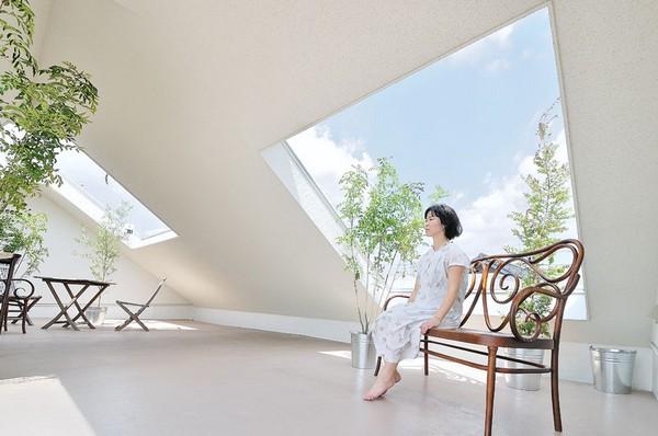 Thiết kế nhà phố như ngọn núi màu trắng ở Nhật Bản 3