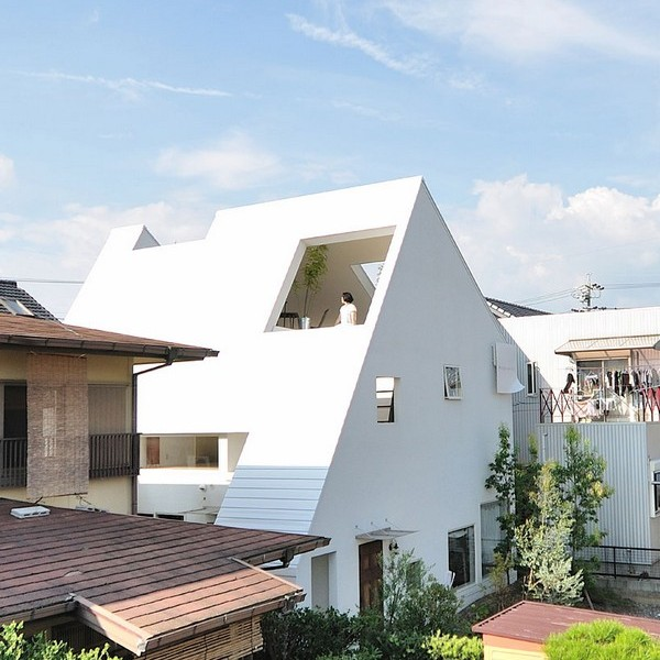 Thiết kế nhà phố như ngọn núi màu trắng ở Nhật Bản
