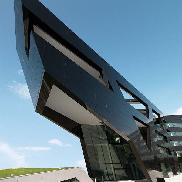Thiết kế nhà phố ở Áo có cái tên Trụ sở Đen 2