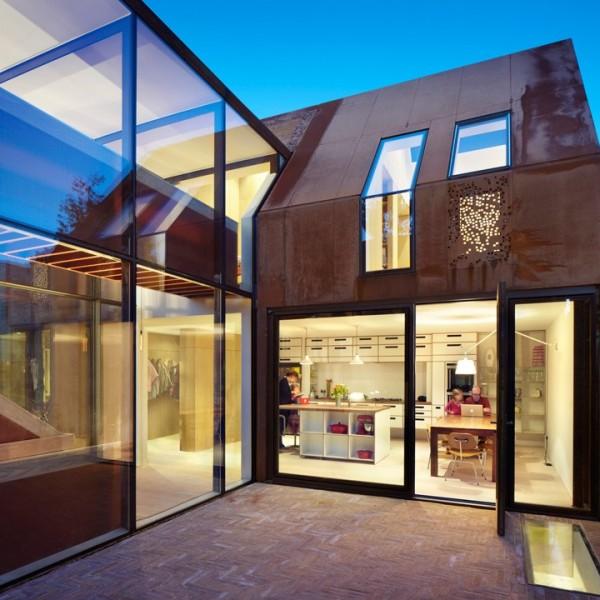 Biệt thự kiến trúc hiện đại bao bọc bằng thép 2